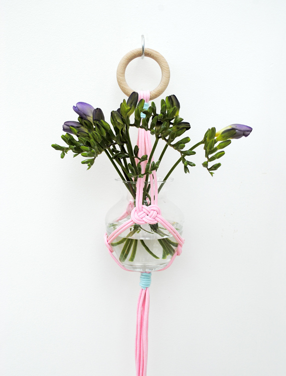 Simple hanging vase by minieco