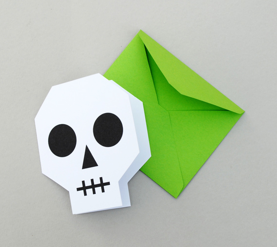 DIY Halloween Invitations // Minieco